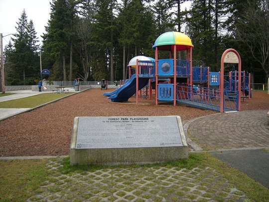 800px-Everett_-_Forest_Park_playground